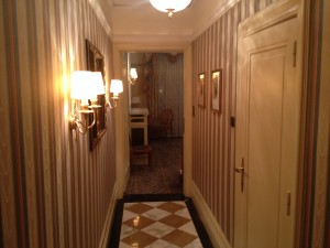 Room's entrance hallway, with bathroom off to the right